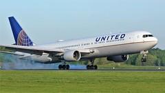N647UA (AnDyMHoLdEn) Tags: unitedairlines 767 staralliance egcc airport manchester manchesterairport 05r