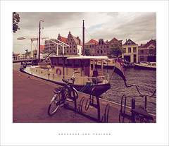 Anchored and chained (Parallax Corporation) Tags: haarlem canal boats bicycle 25deabrilbridge netherlands sonya7rii zeissbatisfe18mmf28 streetlife streetphotography mooring handlebars