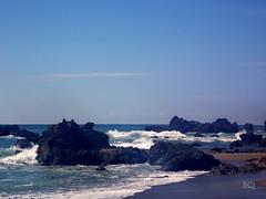 Rocas que besan al mar, playa San Josecito, Osa/ Rocks that kiss the ocean, San Josecito beach, Osa canton (vantcj1) Tags: rocas piedras arrecife mar oceáno cielo nubes playa naturaleza islotes islas agua arena azul horizonte paisaje