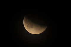 Partielle Mondfinsternis - Partial Lunar Eclipse (Imagonos) Tags: mond mondfinsternis himmel sterne firmament natur naturschauspiel erdtrabant weltraum weltall licht sonne schatten schattenspiel halbschatten universum planet sonnensystem begleiter eclipse moon night sky space nature outdoor sun shadow universe sunsystem