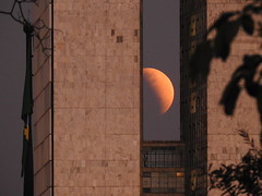 Eclipse (Alexandre Marino) Tags: lua moon eclipse congressonacional brasília brasil