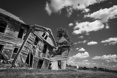 Abandoned Home Monochrome (Notley Hawkins) Tags: httpwwwnotleyhawakinscom notleyhawkinsphotography notley notleyhawkins 10thavenue missouri sky land bucolic rural landscape 2019 farm house home abandoned july summer lateafternoon slatermissouri salinecountymissouri architecture facade blackandwhite blackwhite monochrome