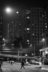 moon and people in the city (Steve only) Tags: fujifilm xt3 canon ef 50mm 114 5014 f14 fringer fringereffxpro bw monochrome 黑白 snap peopleinthecity night moon