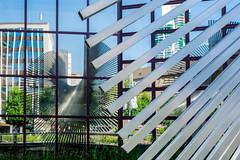 Mirrored sculpture (HWW) (KPPG) Tags: hww windows reflections mirrored gespiegelt spiegelungen artwork art kunstwerk skulptur sculpture frankfurt deutschland germany