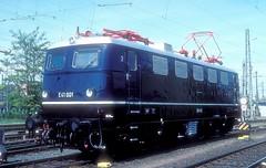 E41 001  Frankfurt (M)  02.05.97 (w. + h. brutzer) Tags: frankfurtm eisenbahn eisenbahnen train trains deutschland germany railway elok eloks lokomotive locomotive zug db e41 141 webru analog nikon e40 albumhubertboob
