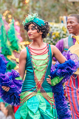 Flapper (EatThisLight) Tags: disney disneyland mainstreet mainstreetusa themepark performer dancer pretty dress flapper color colorful neworleans parade soundsational girl boa green expression sassy smile costume
