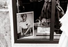 Summer in Paris. (LACPIXEL) Tags: summer été verano paris boutique tienda shop vêtement ropa clothe reflet reflejo reflection robe vestido dress photo cadre frame marco foto sony flickr lacpixel