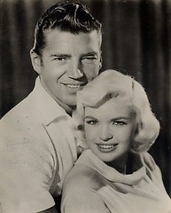 Mickey Hargitay en Jayne Mansfield (poedie1984) Tags: jayne mansfield vera palmer blonde old hollywood bombshell vintage babe pin up actress beautiful model beauty hot girl woman classic sex symbol movie movies star glamour girls icon sexy cute body bomb 50s 60s famous film kino celebrities pink rose filmstar filmster diva superstar amazing wonderful photo picture american love goddess mannequin black white mooi tribute blond sweater cine cinema screen gorgeous legendary iconic mickey hargitay miklós miklos budapest hungary mr universe lippenstift lipstick