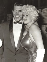 Mickey Hargitay en Jayne Mansfield (poedie1984) Tags: jayne mansfield vera palmer blonde old hollywood bombshell vintage babe pin up actress beautiful model beauty hot girl woman classic sex symbol movie movies star glamour girls icon sexy cute body bomb 50s 60s famous film kino celebrities pink rose filmstar filmster diva superstar amazing wonderful american love goddess mannequin black white tribute blond sweater cine cinema screen gorgeous legendary iconic mickey hargitay miklós miklos budapest hungary mr universe lippenstift lipstick busty boobs jurk dress