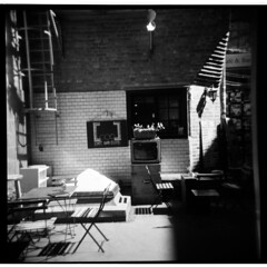 10 (maruebe) Tags: holga120n holga mittelformatfilm mittelformat 6x6 analog analogfilm analogerfilm ilfordfp4plus125blackwhite0721 ilfordfp4plus125 ilfordfp4plus ilfordfp4 scan scanner gescannt blackandwhite bw schwarzweis schwarzweiss sw negativscan göttingen niedersachsen deutschland germany marionüberschaer marionueberschaer cmarionüberschaer cmarionueberschaer maruebe square quadratisch quadrat 11