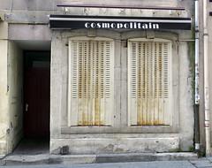 Cos (Merodema) Tags: city stad vervallen cosmo raam window street straat notnew