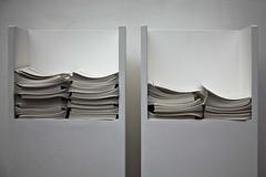 Le choix de Z & H (Gerard Hermand) Tags: 1904027894 gerardhermand france paris canon beaubourg centrepompidou museum musee présentoir stand brochure blanc white eos5dmarkii