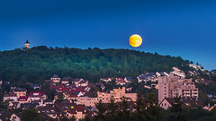 Orange moon 1h in front of the lunar eclipse (Michael Feifel) Tags: canon80d canon canondeutschland moon fullmoon eclipse lunar bluesky bluehour blue orange panorama night nightscape nightsky outdoor city cityscape