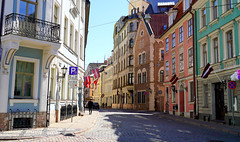 Downtown Riga (mandalaybus) Tags: riga latvia street streets streetscape streetscapes ledifice lesedifices builiding buildings architecture 5photosaday