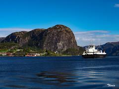 Stavanger (Gatodidi) Tags: stavanger noruega lagos fiordos naturaleza natura azul cielo reflejos lansdcapes paisaje paisatge norwegian norway ng