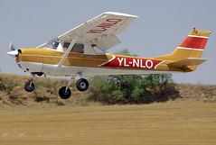 Igualada-Odena airfield. LEIG. (Josep Ollé) Tags: cessna 152 ylnlo aproximación aterrizaje biplaza avioneta plane flight anoia