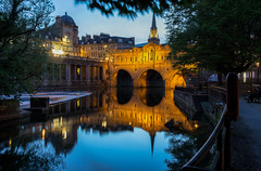 Pulteney Bridge / Bath / England 2019 (zilverbat.) Tags: uk bath europa verenigdkoninkrijk zilverbat unitedkingdom trip travel tour image visit tripadvisor dusk avond nightphotography night city town history water pool arcade parc vijver brexit postcard wallpaper urban reflections reflectie centrum longexposure canon church mirror buildings architecture somerset tower pulteneybridge bridge brucke brug avon river photography zen nightimage ngc world bbc desktop print