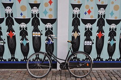 La vie comme à Copenhague, les murs de Tivoli, Westerbro, Hovedstaden, Danemark. (byb64) Tags: copenhague copenhagen københavn copenaghen kopenhaga kopenhag kopenhagen copenhaga kööpenhamina köpenhamn danemark denmark dinamarca danimarca dania danemarca dänemark الدنمارك دانمارک דנמרק дания europe europa dk scandinavie scandinavia skandinavien أوروبا اروپا אירופה европа avrupa ville town city ciudad citta stadt miasto oraș город مدينة شهر עיר şehir cidade by stad capitale haupstadt capital столица