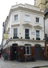 Brougham, London SW1. (piktaker) Tags: london londonsw1 sw1 pub inn bar tavern publichouse brougham
