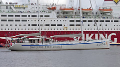 The sailboat Elida and the ferry Mariella in Stockholm (Franz Airiman) Tags: båt boat ship fartyg stockholm sweden scandinavia