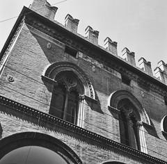 Bologna_2019_19 (Christian Poulton) Tags: film ilfordfp4plus italy bologna street bw 6x6 rolleiflex mediumformat