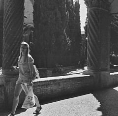 Bologna_2019_18 (Christian Poulton) Tags: film ilfordfp4plus italy bologna street bw 6x6 rolleiflex mediumformat