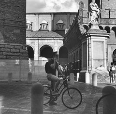 Bologna_2019_15 (Christian Poulton) Tags: film ilfordfp4plus italy bologna street bw 6x6 rolleiflex mediumformat