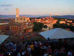 The Happy Hour in Perugia (Ola55) Tags: ola55 umbria 2039 perugia italy evening sera tramonto sunset italians historicalcitycentre assisi landscape panorama colline hills explore bellitalia hccity