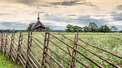 wandering on the island of kizhi .... (miriam ulivi - OFF/ON) Tags: miriamulivi nikond7200 isoladikizhi russia carelia recinzioniinlegno campi woodenfences fields chiesetta church alberi trees cielo sky nuvole clouds nature ки́жи