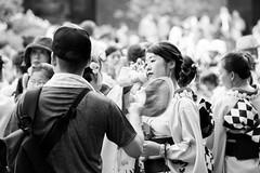 The Waiting Moment (drasphotography) Tags: tokyo tokio japan girl monochrome monochromatic blackandwhite bw schwarzweis bianconero drasphotography d810 travelphotography reisefotografie kimono bokeh dof waiting asia asian streetphotography streetshot urban people