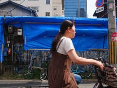 photo-bomber on bike (peaceblaster9) Tags: photobomb wall city street osaka 壁 町 街中 ストリート 大阪 blue ブルー 青