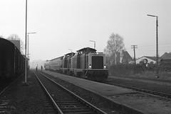 211 064 Lohne (Oldb) (A. Lippincott) Tags: lohne kreis vechta niedersachsen baureihe 211 1991 deutsche bundesbahn bahnhof station black white schwarz weiss