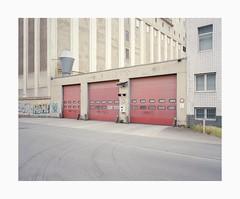 Cologne-Deutz, 2019 (Darius Urbanek) Tags: 120 6x7 kodak mamiya7 portra400 analog color film mediumformat köln cologne newtopographics decay urban industry