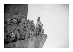 Vision - Les Conquérants (Oeil de chat) Tags: nb bw monochrome film argentique pellicule 35mm kodak trix xtol voigtlander bessa r2a colorskopar voyage portugal lisboa bélem regard vision