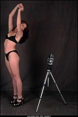 laura et le rolleiflex (villatte.philippe) Tags: laura studio 6x6 sexy bikini maillot bain brune jambes rolleiflex xenar selfie