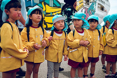 Kindergarten lineup (hapePHOTOGRAPHIX) Tags: 392jpn asia asien boot fujixe3 gesicht gruppe gruppen hafen honshu honshū japan japón keinlächeln kind kinder kreuzfahrtschiff männlich ncl norwegiancruiseline norwegianjewel person prefecturadeshizuoka präfekturshizuoka schiff schifffahrt shizuoka shizuokaprefecture transport weiblich boat braun children crucero cruiseship dsplyys groups hapephotographix harbor kids marine niños 本州 静岡市 静岡県 shizuokashi shizuokaken
