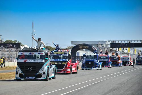 14/07/19 - O tradicional desfile dos pilotos da Copa Truck em Curvelo - Fotos: Duda Bairros
