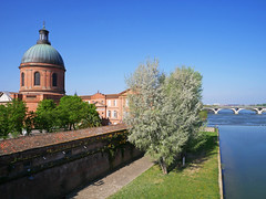 Hospice General Saint-Joseph de la Grave & River Garonne, Toulouse (Niall Corbet) Tags: france toulouse hospicegeneralsaintjosephdelagrave river garonne dome