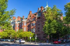 Commonwealth & Exeter (Eridony (Instagram: eridony_prime)) Tags: boston suffolkcounty massachusetts backbay house houses