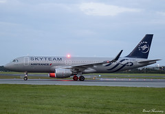 Air France (Skyteam Livery) A320-200 F-HEPI (birrlad) Tags: dublin dub international airport ireland aircraft aviation airplane airplanes airline airliner airlines airways arriving arrival landing landed runway taxi taxiway stand gate terminal sunset dusk airbus a320 a320200 a320214 fhepi air france skyteam livery