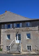 Café du midi (Jeanne Menjoulet) Tags: faysurlignon hauteloire devanture café ancien passé fermé cafédumidi