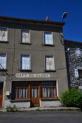 Café du globe (Jeanne Menjoulet) Tags: faysurlignon hauteloire devanture café ancien passé fermé caféduglobe