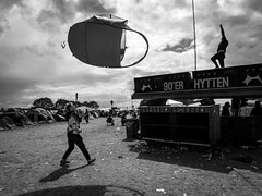 Flying the Tenth II (Stefan Waldeck) Tags: men tenth tenths people festival musicfestival sky clouds roskildefestival rf19 roskilde denmark 2019 netzki stefanwaldeck stefan waldeck