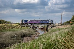 Humber Backwater (Andrew Shenton) Tags: 153359 barrow haven humber cleethorpes barton 2f92 northern the beck