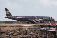 """Embraer E195-E2 PR-ZIQ """"Profit Hunter"""" 0191 (A.S. Kevin N.V.M.M. Chung) Tags: aviation aircraft aeroplane airport airlines mfm spotting macauinternationalairport plane taxiway taxiing embraer erj e195 e195e2 erj190400std speciallivery profithunter"""
