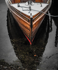 Queen On The Lake (James Anley) Tags: england boat lake lakedistrict windermere reflection water queen lakes