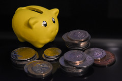 money pig (198/365) (werewegian) Tags: piggy bank yellow money uk coins werewegian jul19 365the2019edition 3652019 day198365 17jul19