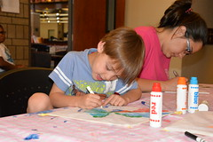 07.17.19 Family Craft - Kites at Benson Branch (Omaha Public Library) Tags: omaha omahapubliclibrary bensonbranch kites summerreadingprogram auniverseofstories family craft books reading library benson colors kids decorate children