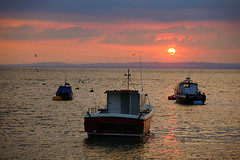The Waiting Crowd (JamieHaugh) Tags: clevedon somerset england uk gb britain outdoors sony alpha ilce7rm2 a7rii zeiss water sky sun clouds boats estuary bristol channel coast coastal sunset evening harbour harbor sea seaside horizon seascape dof watching crowd peaceful reflections