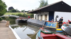 Looking for a way out (Duck 1966) Tags: canal narrowboat braunston marina water crew